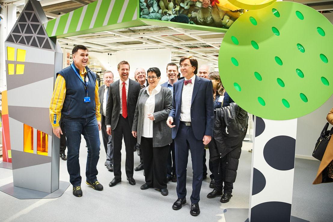 Petr Pokorny winkeldirecteur van IKEA Mons <br/>Schepen van economische ontwikkeling Nicolas Martin<br/>CEO IKEA België Catherine Bendayan<br/>Property Manager IKEA België Koenraad Van Nieuwenburg <br/>Minister van Staat en Burgemeester van Mons Elio Di Rupo <br/>© David Plas
