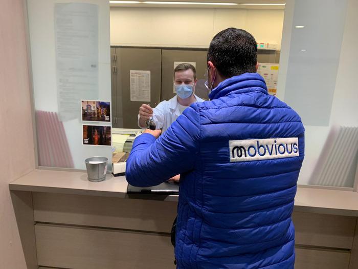 Mobvious, de nieuwe Lab-Box start-up, biedt zijn hulp aan overwerkt ziekenhuispersoneel met gratis pendeldiensten voor hun auto-onderhoud