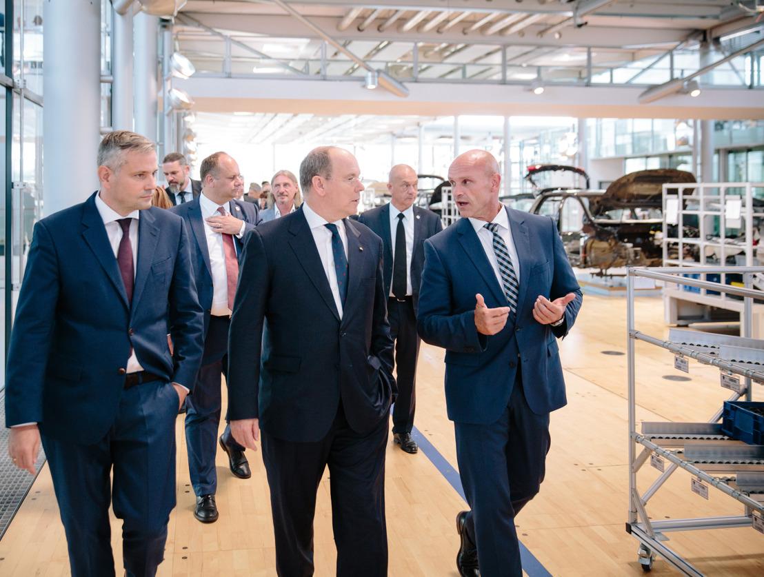El Principe Alberto II de Mónaco conoce el futuro de la movilidad eléctrica de Volkswagen