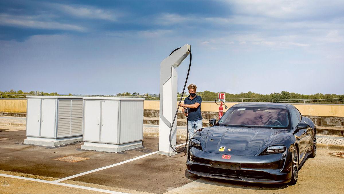 Alta potencia: hay seis estaciones de carga rápida para vehículos eléctricos en el recinto del NTC