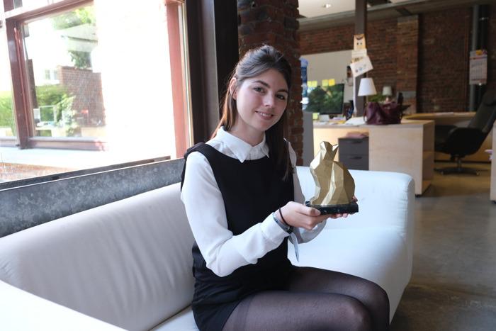 DDB feliciteert junior creatief Iliana met haar New Talent Award
