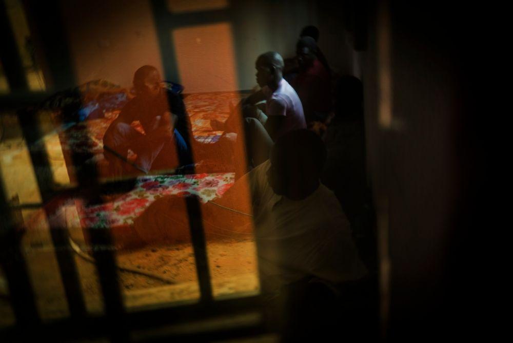 Refugiados, migrantes y solicitantes de asilo en el centro de detención de Kararem, Misrata. Imagen de archivo, agosto de 2016. © Ricardo Garcia Vilanova.