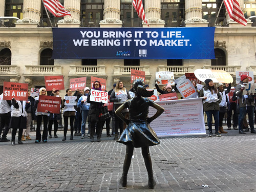 MSF protesta frente a la Bolsa de Nueva York por el precio de un medicamento de Johnson & Johnson vital para el tratamiento de la tuberculosis
