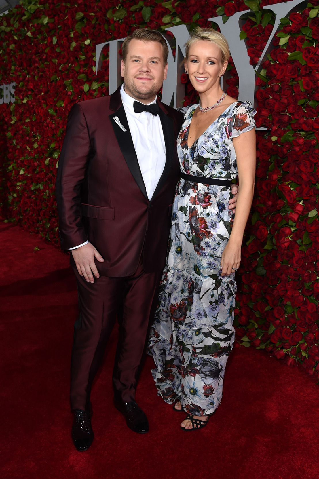 James Corden usando Burberry