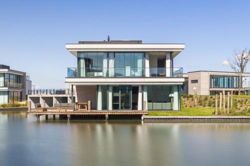 Largo start verhuur luxe villa's Harbour Village direct aan het Veerse Meer