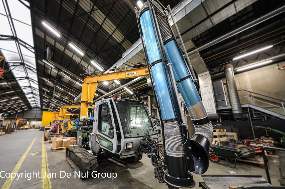Un aspirateur collecte les déchets plastiques de la réserve naturelle du port d'Anvers