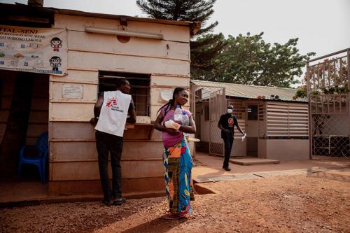 República Centroafricana: los continuos ataques contra la atención médica exponen a la población a enfermedades y muerte