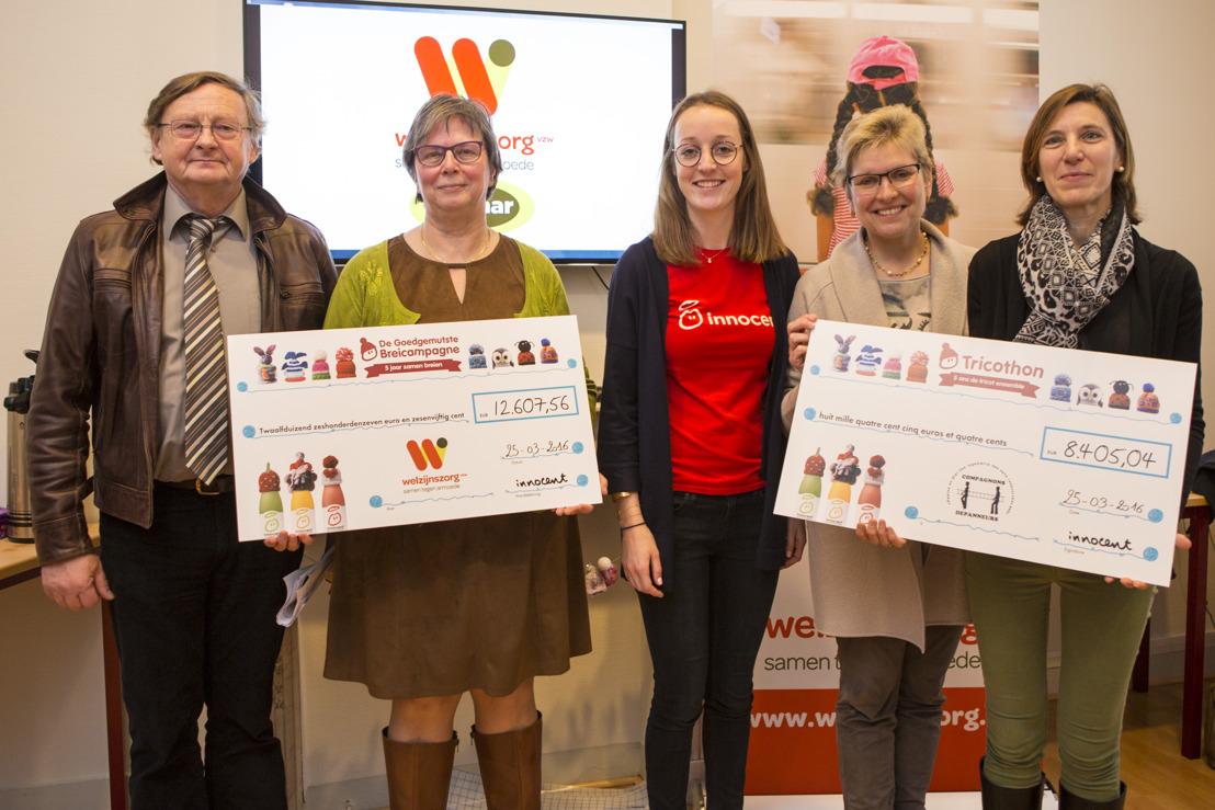 Staatssecretaris voor Armoedebestrijding, Elke Sleurs, overhandigt opbrengst Goedgemutste Breicampagne aan Welzijnszorg