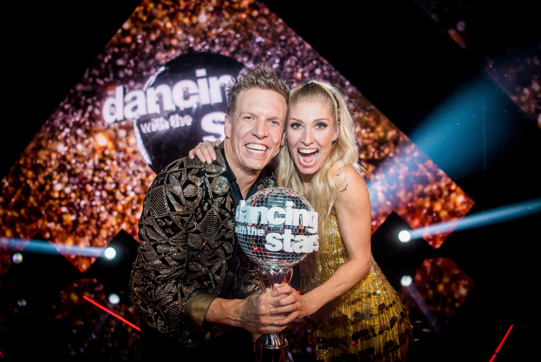 James swingt pannen van het dak en wint Dancing With The Stars 2018