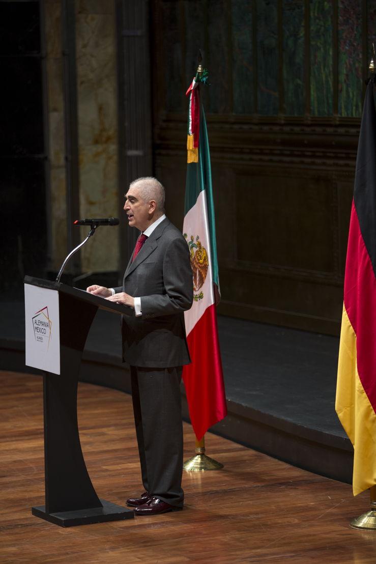Rafael Tovar y de Teresa. Secretario de Cultura de México, dirige unas palabras a los invitados, previo al concierto inaugural, en el Palacio de Bellas Artes, del Año Dual Alemania - México 2016-2017.
