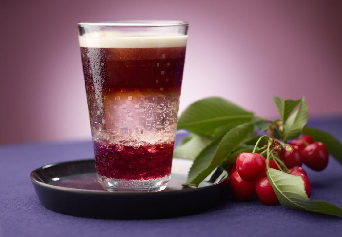 Verfrissende koffiecocktail met kersen ©Nespresso