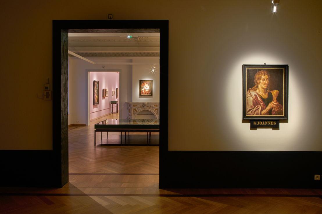 Zaalzicht 'Hendrick De Clerck. Spindoctor van Albrecht en Isabella' met rechts een zelfportret van Hendrick De Clerck in M - Museum Leuven (c) Dirk Pauwels