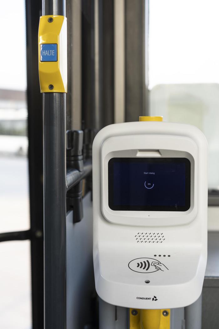 De Lijn lanceert als eerste in België contactloze betaling op het openbaar vervoer