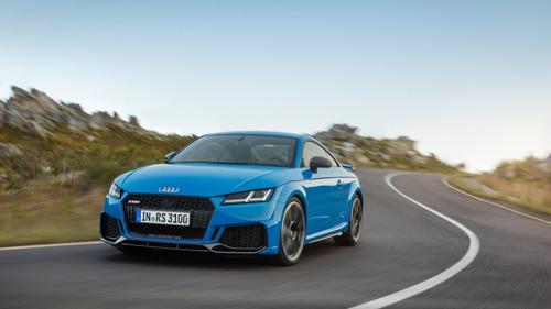 Des voitures de sport compactes en forme olympique : la nouvelle Audi TT RS Coupé et la nouvelle Audi TT RS Roadster