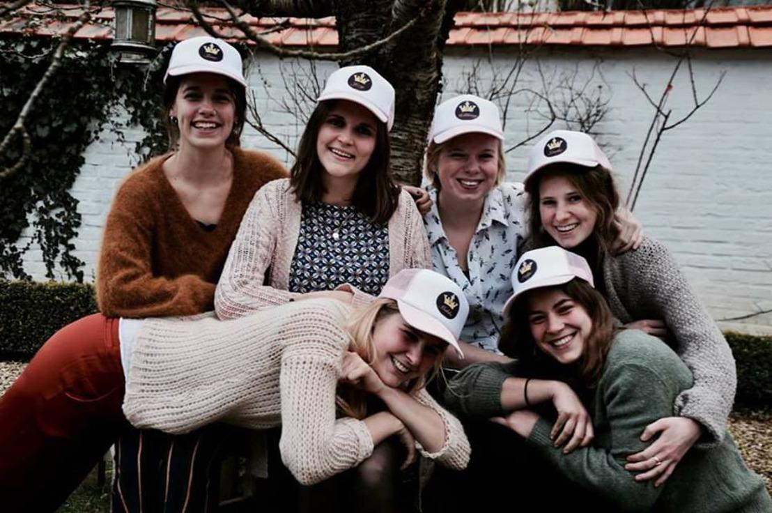 'Ik om(w)arm je', groep vriendinnen steekt kankerpatiënten hart onder de riem