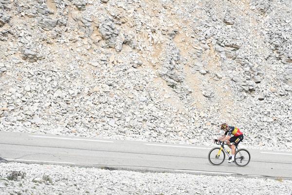 Preview: Onze man in de Tour: fotograaf David Stockman volgt de Ronde van Frankrijk op de motor