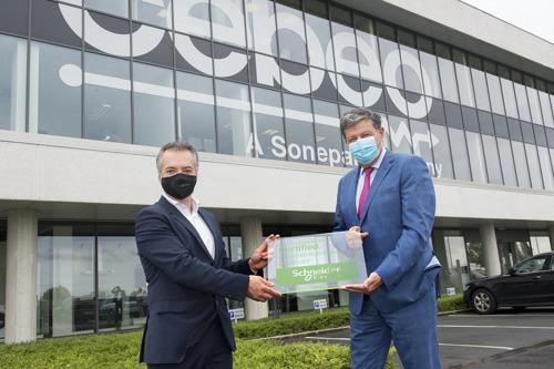 Schneider Electric renforce le service pour l'industrie grâce à un partenariat avec Cebeo