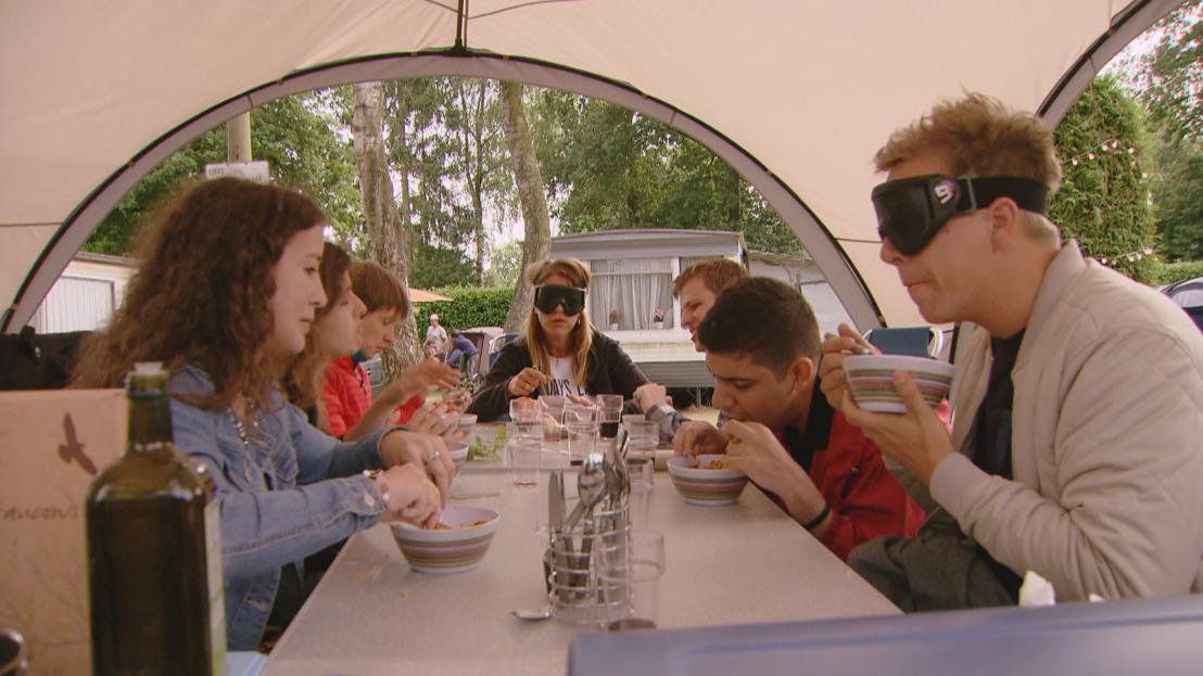 Karen, James én Jani ontvangen morgen een groep jongeren met een visuele handicap