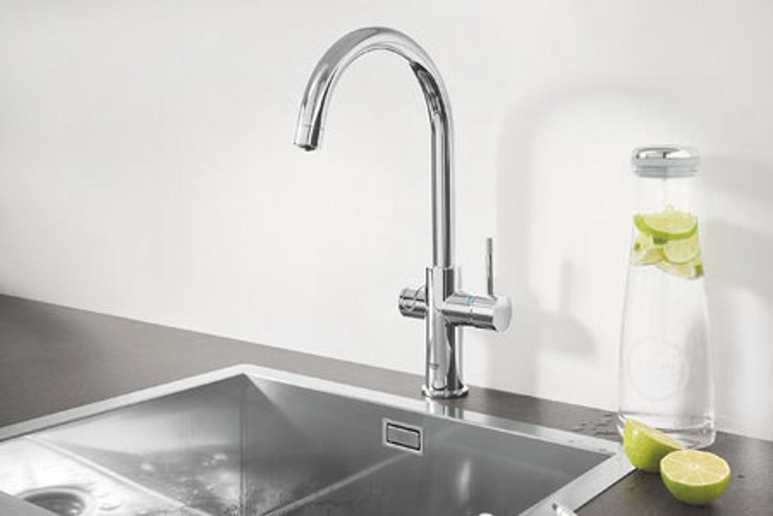GROHE Blue Professional pour les bureaux : le plaisir d'une eau filtrée directement au robinet, en appuyant sur un bouton