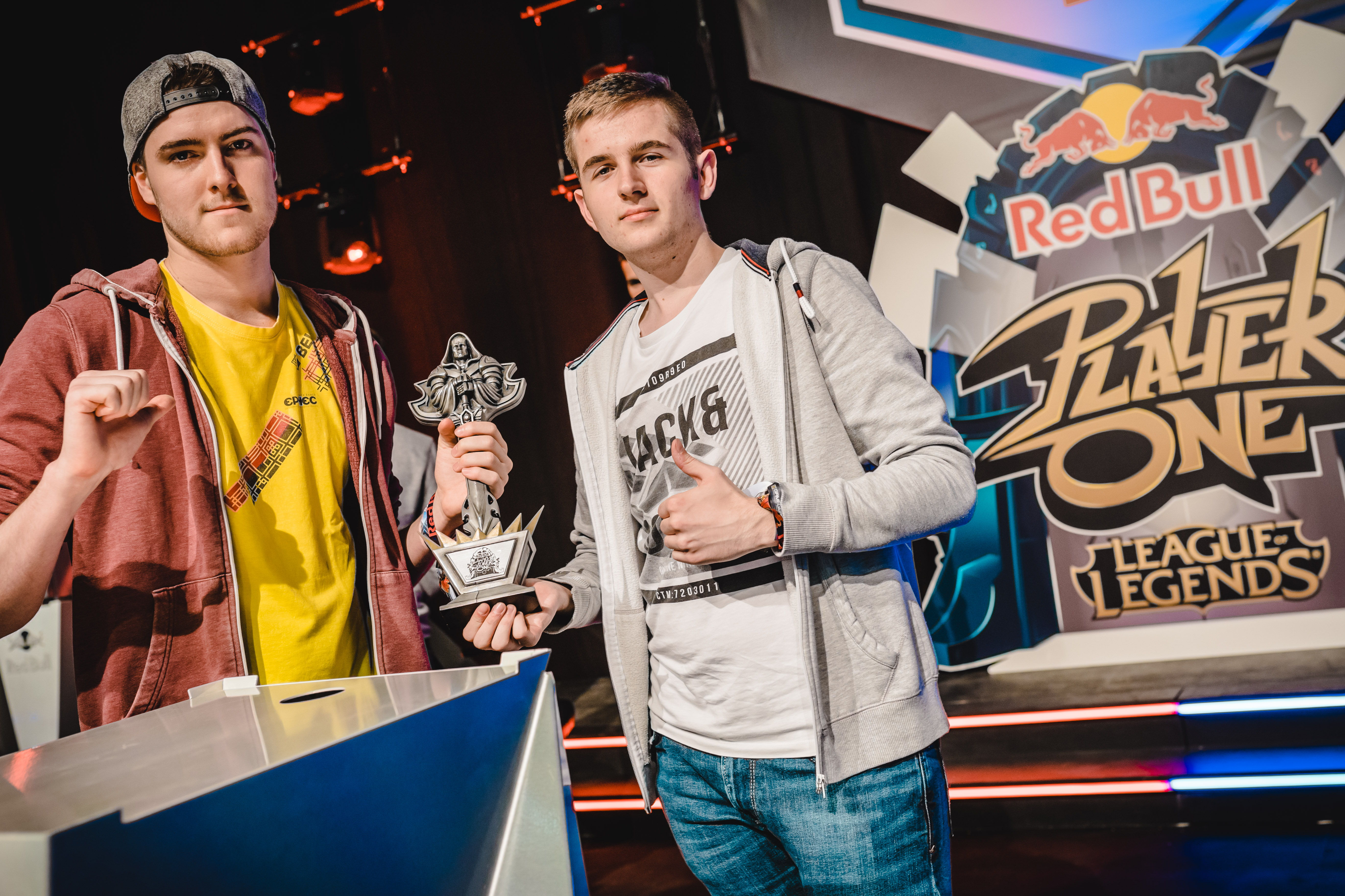 Belgian Taz en Velon net voor de finale van Red Bull Player One - Photocredits @KrewCollective