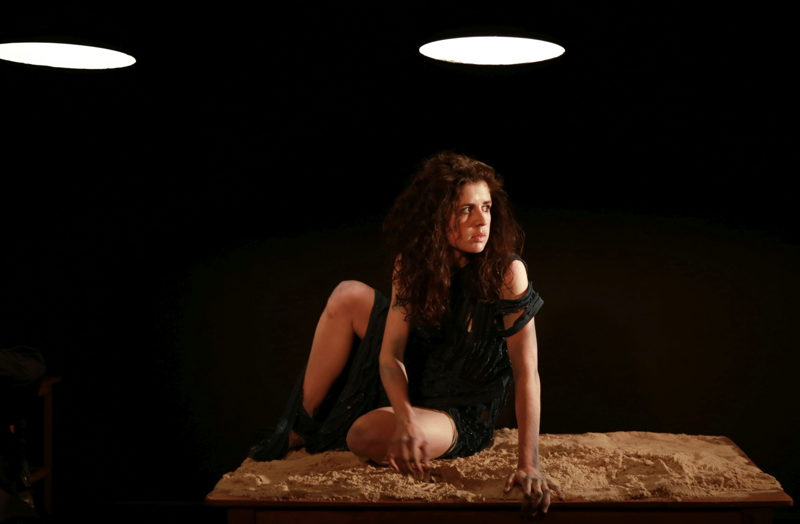 Emma Kotze in The Edge of the Light. Image by Nardus Engelbrecht