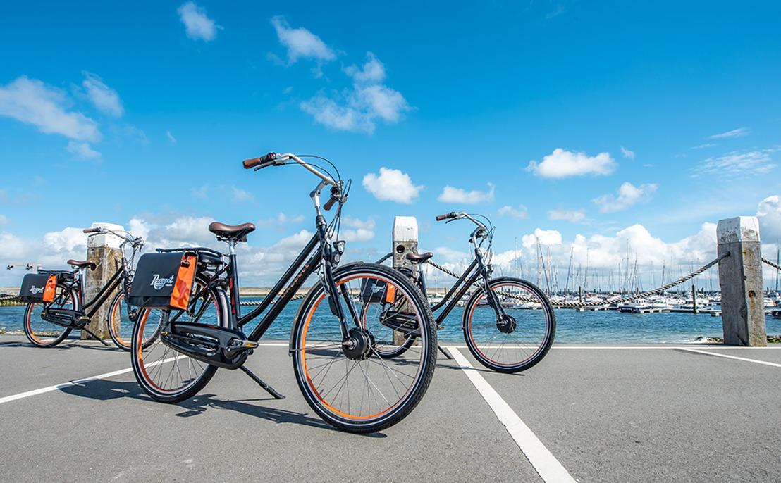 Vraag naar elektrische fietsen op vakantie stijgt, Roompot lanceert e-bike met Gazelle