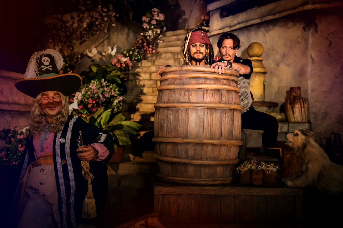 Exclusief: Johnny Depp krijgt sneak-peek in de nieuwe Pirates of the Caribbean attractie in Disneyland® Paris!