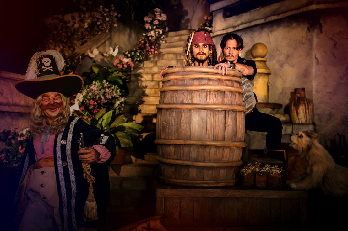 Exclusief: Johnny Depp krijgt sneak-peek in de nieuwe Pirates of the Caribbean attractie in Disneyland® Paris!