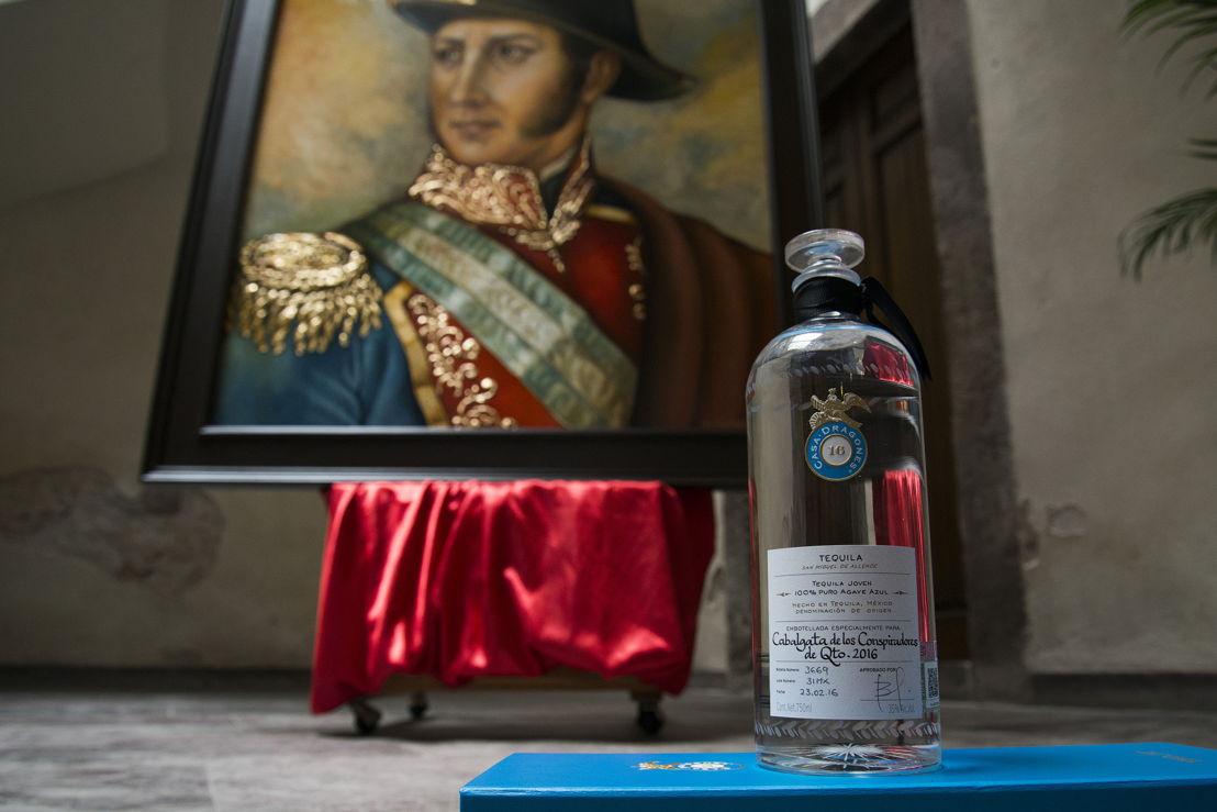 Tequila Casa Dragones Joven personalizada para la cabalgata histórica de la Conspiración Ignacio Pérez