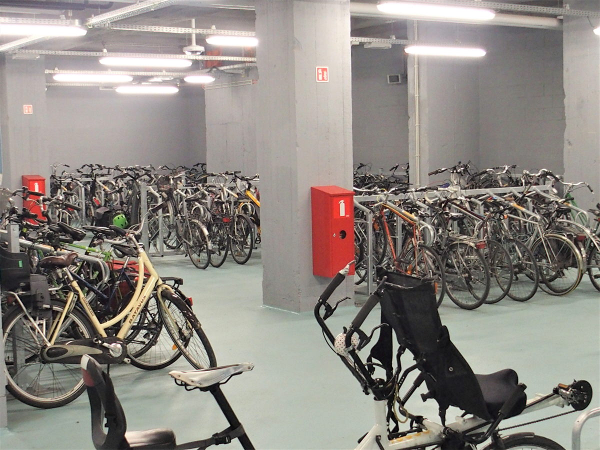 Le nouveau parking pour vélos élargi est très facile d
