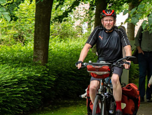 Wevelgemse opa fietst 2.000 km rond Benelux ten voordele van VUB-onderzoek naar ziekte van Duchenne