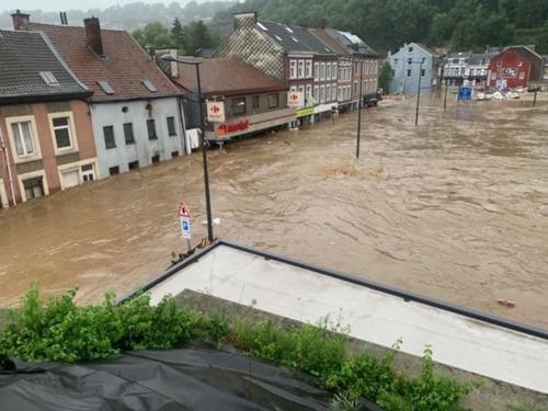 Carrefour biedt hulp aan de slachtoffers van de overstromingen