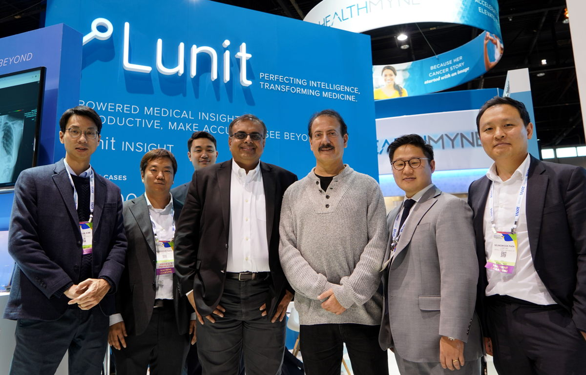 Drs. Siegel and Siddiqui at Lunit's booth in RSNA 2018