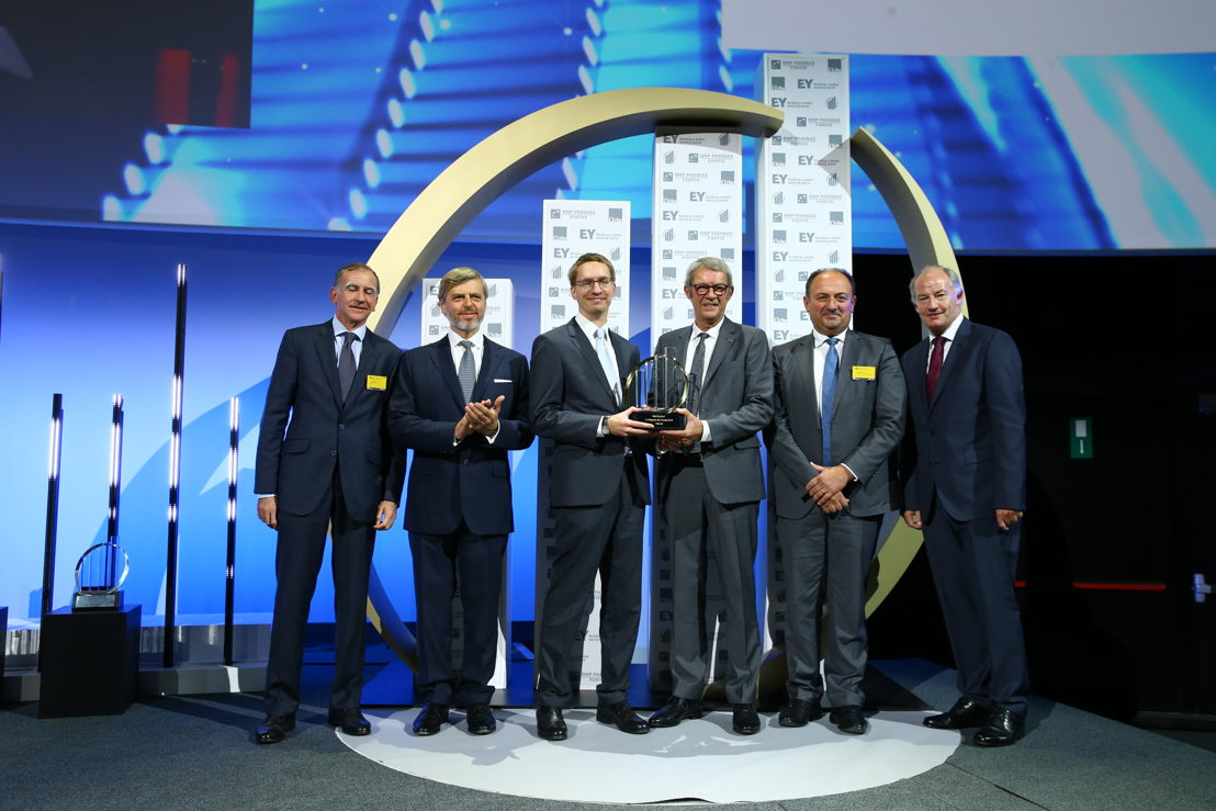 Jean-Claude en Giles Daoust, gedelegeerd bestuurders van Daoust, ontvangen de award 'L'Entreprise de l'Année®' 2016 van Minister Willy Borsus (c)Frederic Blaise