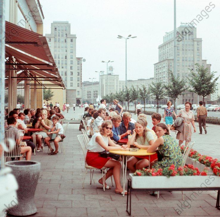 Modern new buildings are designed to give East Berlin, the capital of the GDR, the face of a socialist city - here families eating ice cream in the popular ice bar on Karl-Marx-Allee. Berlin 06.08.1970  / AKG1893034