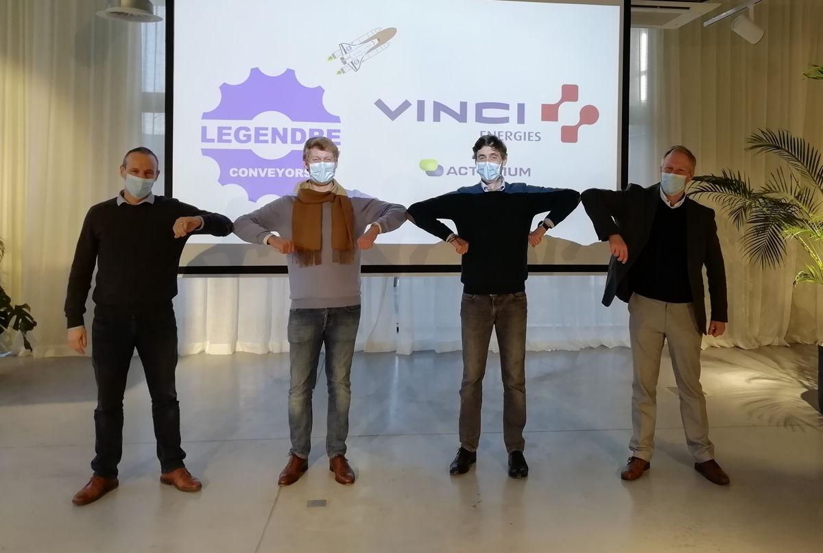 de g. à dr. Filip Aerts (directeur finance VINCI Energies Belgium), Mathieu Legendre, Olivier Legendre, Luc Clabout