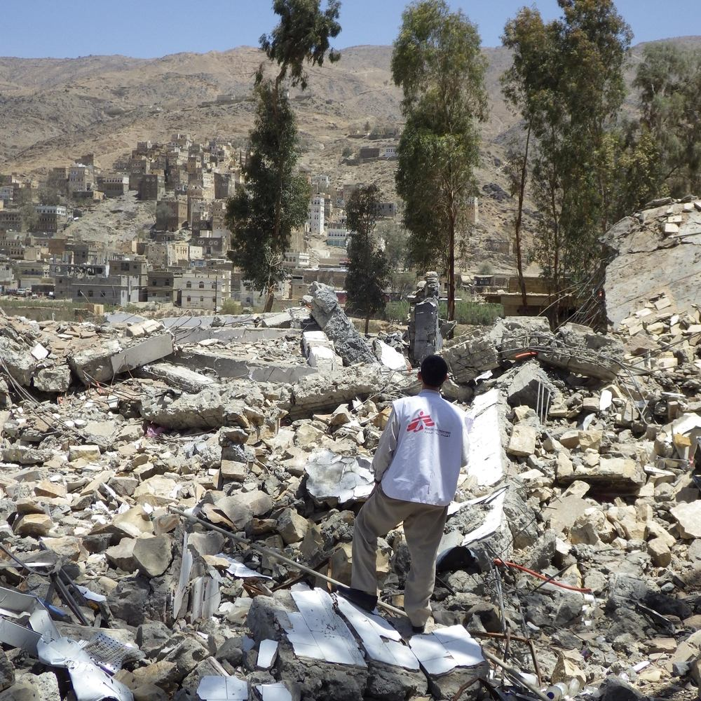 An MSF staff member surveys the ruins of MSF's hospital in Haydan, Yemen, after it was destroyed by airstrikes. Photographer: Atsuhiko Ochiai