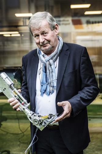Professor en ingenieur Dirk Lefeber (VUB) gelauwerd voor jarenlang onderzoek naar prothesen