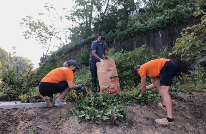 Duquesne Light Volunteers Prepare Community Flower Gardens for Winter