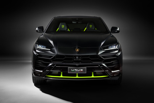 Bold elegance: Automobili Lamborghini presents the Urus Graphite Capsule