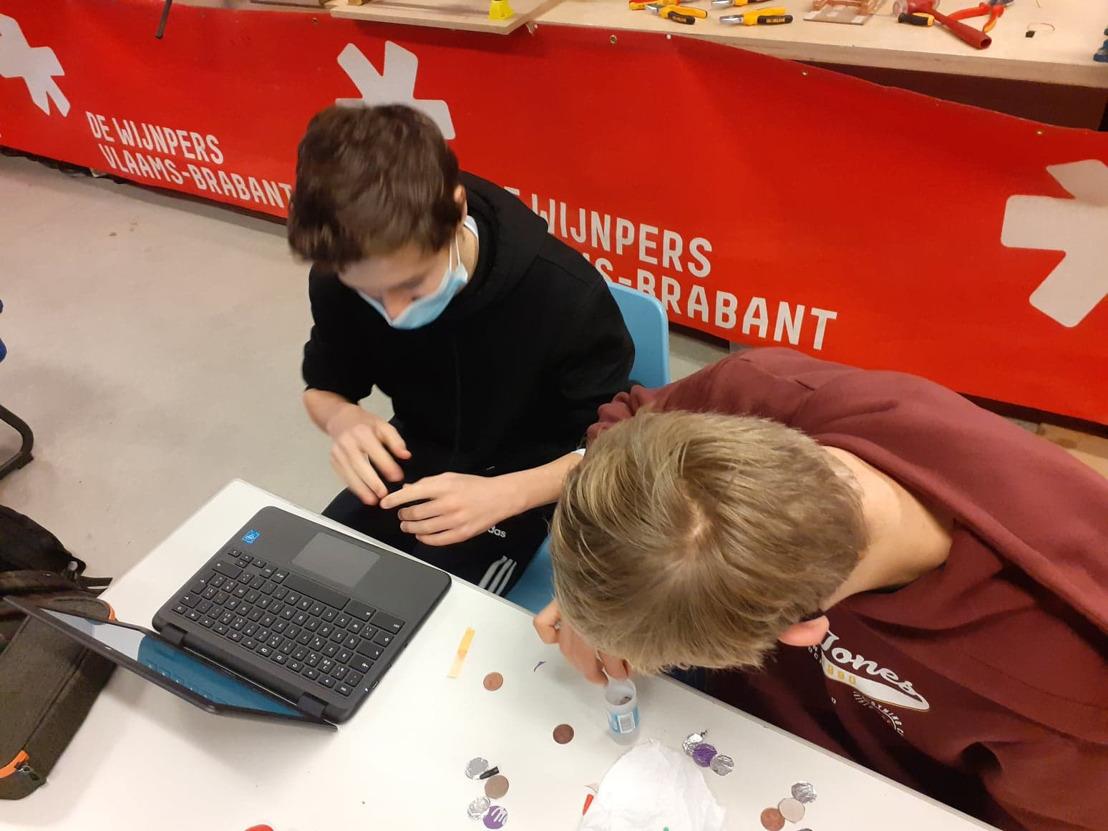 Provincie koopt laptops voor leerlingen De Wijnpers