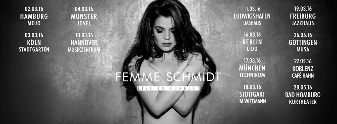 Femme Schmidt - Lobeshymnen von Chris Martin, Dave Stewart & Bryan Ferry