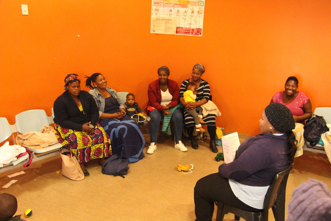 """PNC sessions are run by """"Mentor Mothers"""" – HIV+ mothers who are trained and employed by mothers2mothers to provide peer support. Photographer: Leila Stein"""