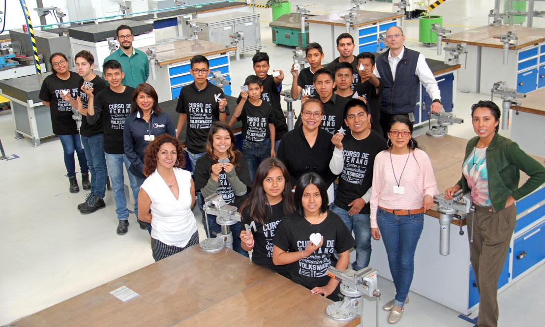 Volkswagen de México imparte curso de verano técnico para jóvenes de casas hogar