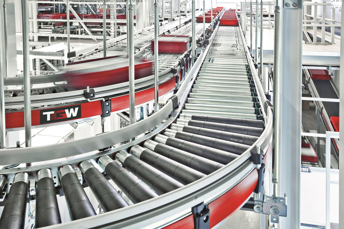 The goods are stored in up to 25 metre high TGW Stingray Shuttle aisles providing highest storage density.