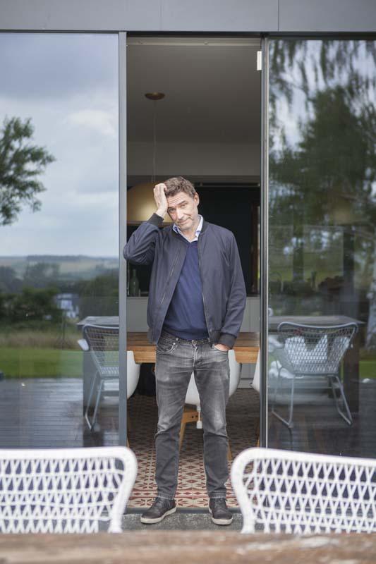 Erik Van Looy in Het huis (c) VRT / Polle Van Rooy