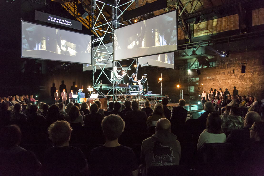 Muziektheater Transparant Earth Diver (c) Jochen Tack