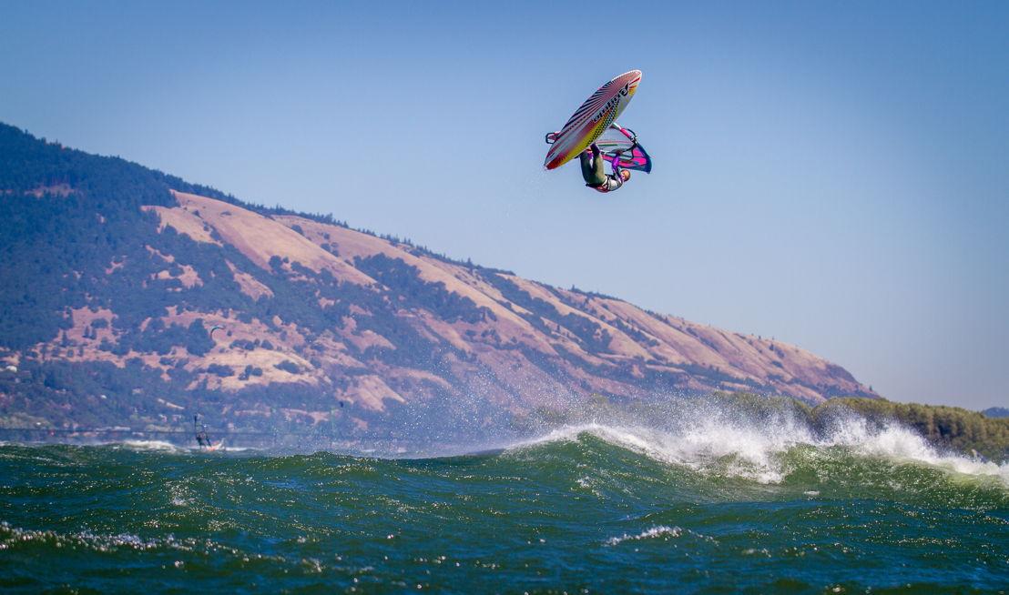 OUTFOUND - Windsurfer
