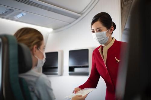 Consapevolezza, sostenibilità, scoperta: un sondaggio condotto da Cathay Pacific fotografa l'evoluzione del settore dei viaggi