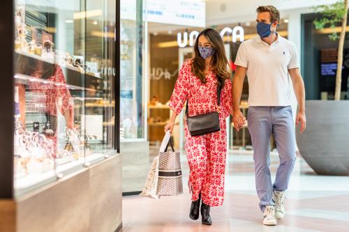 Verplichting mondmaskers: Wijnegem voorziet 2.500 reservemaskers voor shoppers